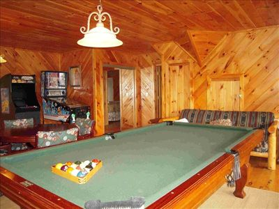Pool table, games, wet bar and futon for extra sleep space - WOW!