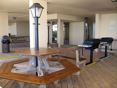 Barbecue area for your beach party adventure. (4 gas grills and 7 tables)