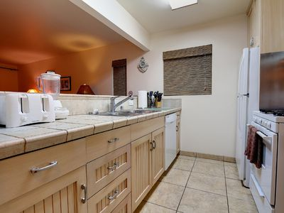 Newport Beach condo rental - Upper Unit Kitchen
