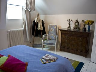 Rambouillet cottage photo - The bedroom of one of the upstairs suites