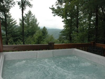 Great Mountain views from the Hot Tub, secluded, private and cozy log cabin