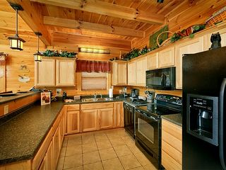 Pigeon Forge cabin photo - Fully Equipped Kitchen