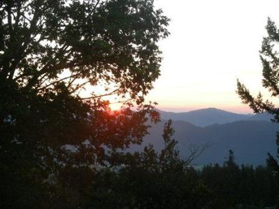 Abbotsford villa rental - Morning sunrise from balcony