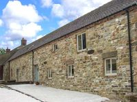CLOSES BARN, pet friendly, with a garden in Hognaston, Ref 29631