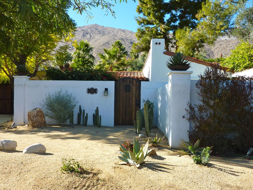 Classic spanish retreat with pool in wind vrbo for Property in palm springs