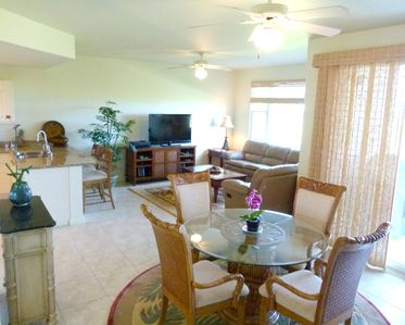 Keauhou condo rental - The open floor plan provides space to spread out without missing the fun.