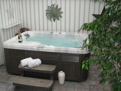 Jacuzzi on secluded back patio with an outdoor shower. Wonderful relief!!!