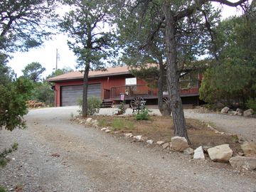 Albuquerque house rental - Another view from the driveway.