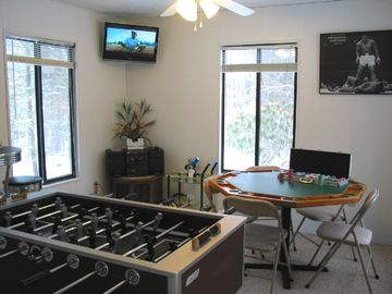 Poconos Pines / Lake Naomi chalet rental - Game Room
