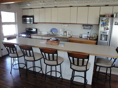 Breakfast bar with swivel stools; fully equipped kitchen; stainless appliances
