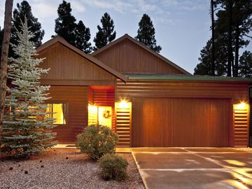 Pinetop house rental - Juniper Lodge at dusk