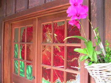 Sunset Beach house rental - Stained Glass Hibiscus Entrance