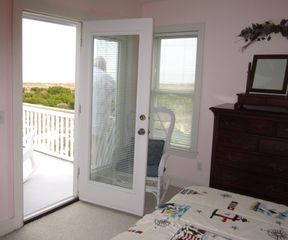 Harbor Island house photo - Second bedroom, with a queen bed, also opens to the 2nd floor ocean front deck.