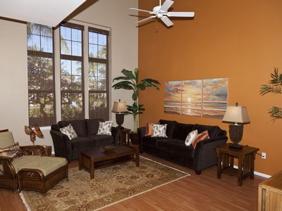 Waikoloa Beach Resort townhome rental - Spacious Living room with Vaulted Ceilings