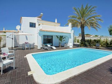 Casa dos Amigos - Three Bedroom Villa, Sleeps 6