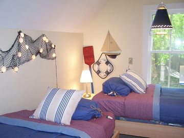 Very small and cozy third Bedroom with twin beds.