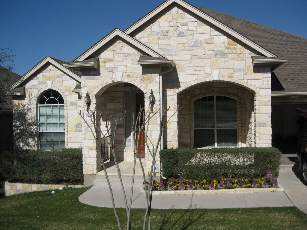 neighborhood 4 bedroom house with great proximity to austin and lakes