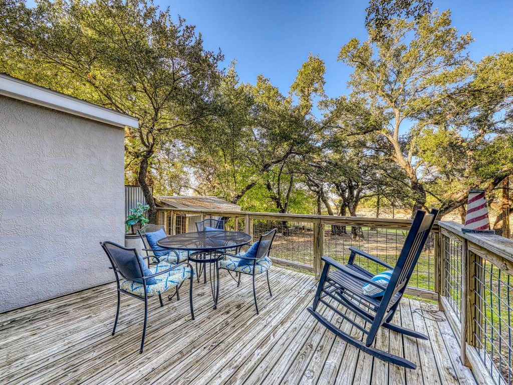 Lakefront studio with lake views w/dock, deck, firepit, & gas grill – dogs ok!