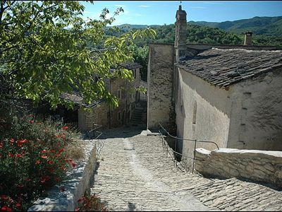 Downtown Buoux, Luberon, Provence - A short walk from the gite