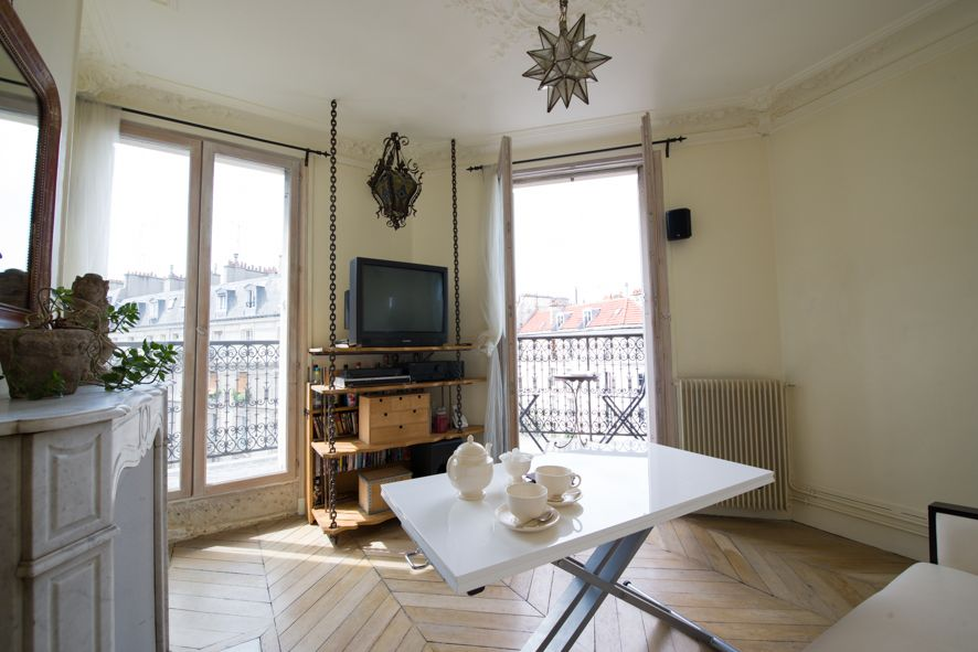 Charmant appartement 3 pi c montmartre 10 mn sacr c ur for Fenetre qui se transforme en balcon