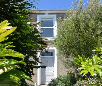 Porth House. Centrally located and spacious, with a private garden and parking