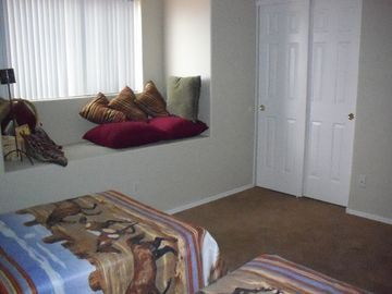 Large 2nd bedroom, 2 twin beds w/window seat
