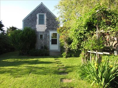 Private Romantic  Cozy  Cottage, 2BR Close to Town