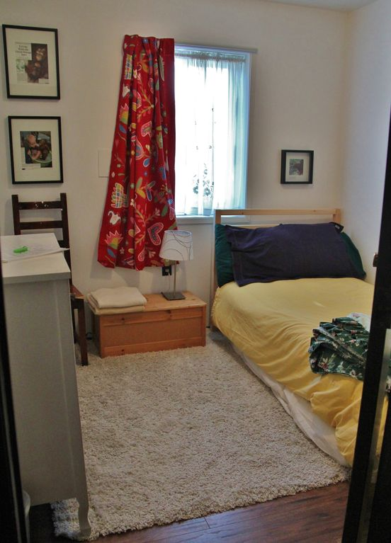 Private room in family home, sleeps 2, semi-private kitchen, bathroom