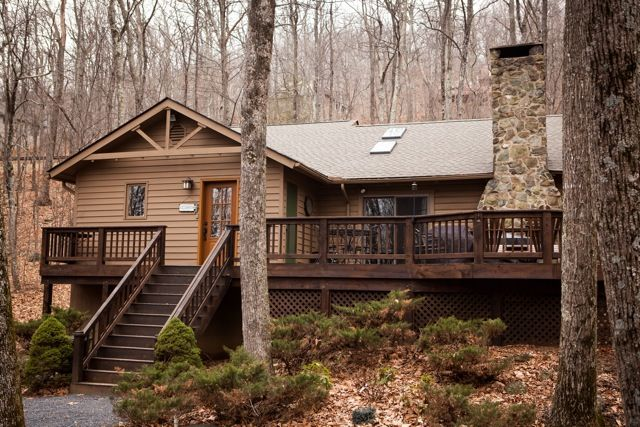 Gum tree dr with hot tub vrbo for Charlottesville cabin rentals hot tub