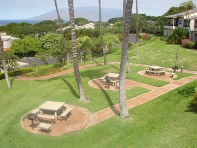 Wailea condo rental - Bar-B-Que area below the condo