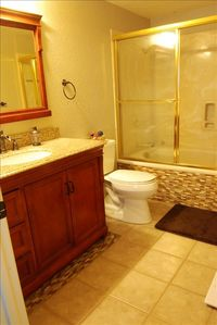 Walnut Creek condo rental - Master bathroom