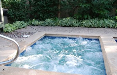 Aspen condo rental - hot tub