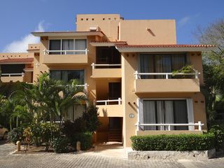 Puerto Aventuras condo photo - Chac-Hal-Al building E - a view from the courtyard