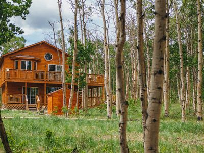 A Luxurious House In The Trees For Relaxation Or Recreation