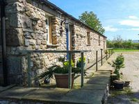 RAINBOW COTTAGE, pet friendly, with a garden in Soulby, Ref 2022
