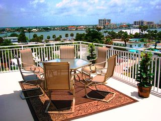 Clearwater Beach townhome photo - Breathtaking 180 degree views of Gulf & Intercoastal from this Rooftop Patio!