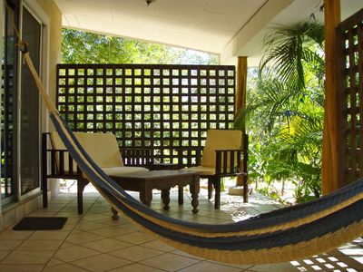 The 'Blue' cabina patio and hammock.