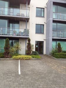 Fabulous Location - Modern, Comfortable, 2 Bed Apartment.