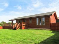 LAKE VIEW LODGE, family friendly in Shepton Mallet, Ref 26049