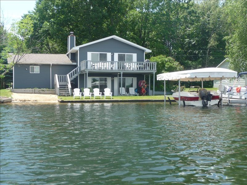 Immaculate all sports lakefront golfer 39 s vrbo for 10 bedroom vacation rentals in michigan
