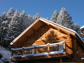 A beautiful winter's day at Blue Moon Cabin