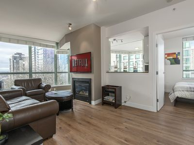 3 BED, Central Downtown, Spacious 900sq with Free Parking