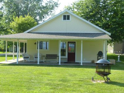 Family friendly 2 bedroom waterfront cottage, 39 minutes north of Lambeau field
