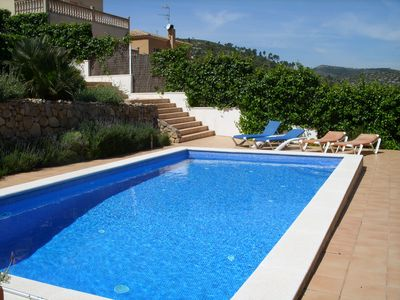 Spacious villa with large swimming pool close to Sitges and Barcelona