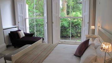 Romantic Master Bedroom with huge windows & looking out onto Kew gardens