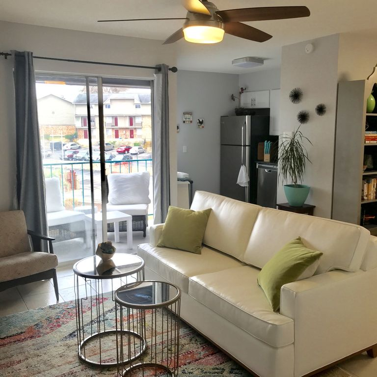 Stylish, comfortable close to Downtown, close to Town Lake