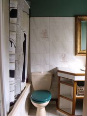 Pont-Aven cottage photo - Full Bathroom–This is off the second bedroom with the 2 twin beds
