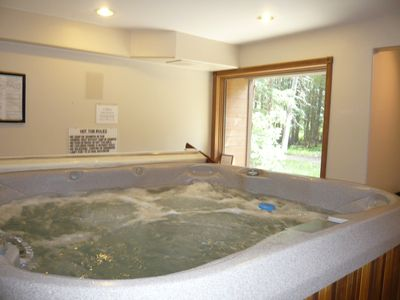 Large hottub for guest use in common area