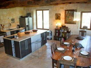 Naujan-et-Postiac farmhouse photo - Gourmet kitchen with 3 meters long antique monastery table. Quality appliances.
