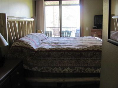 Spacious masterbed room with Kingsize bed!